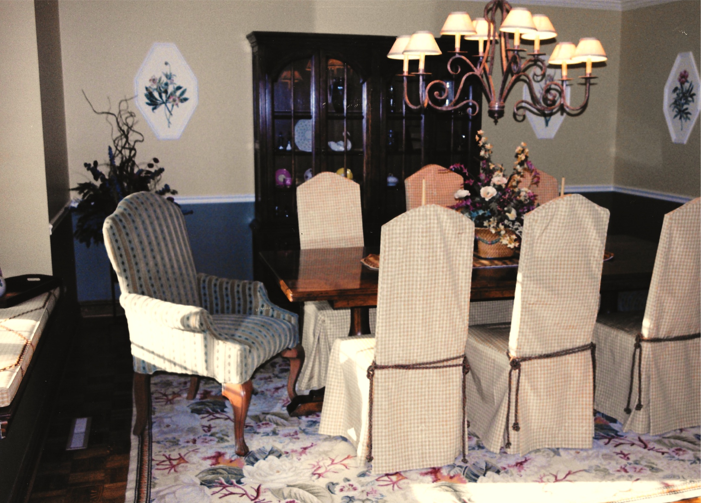 Vk Traditional Botanical Dining Room